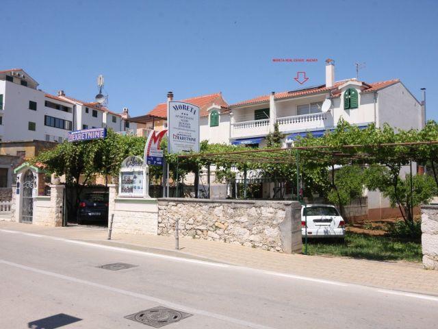 Vodice, novi, luksuzni namješten stan u blizini centra