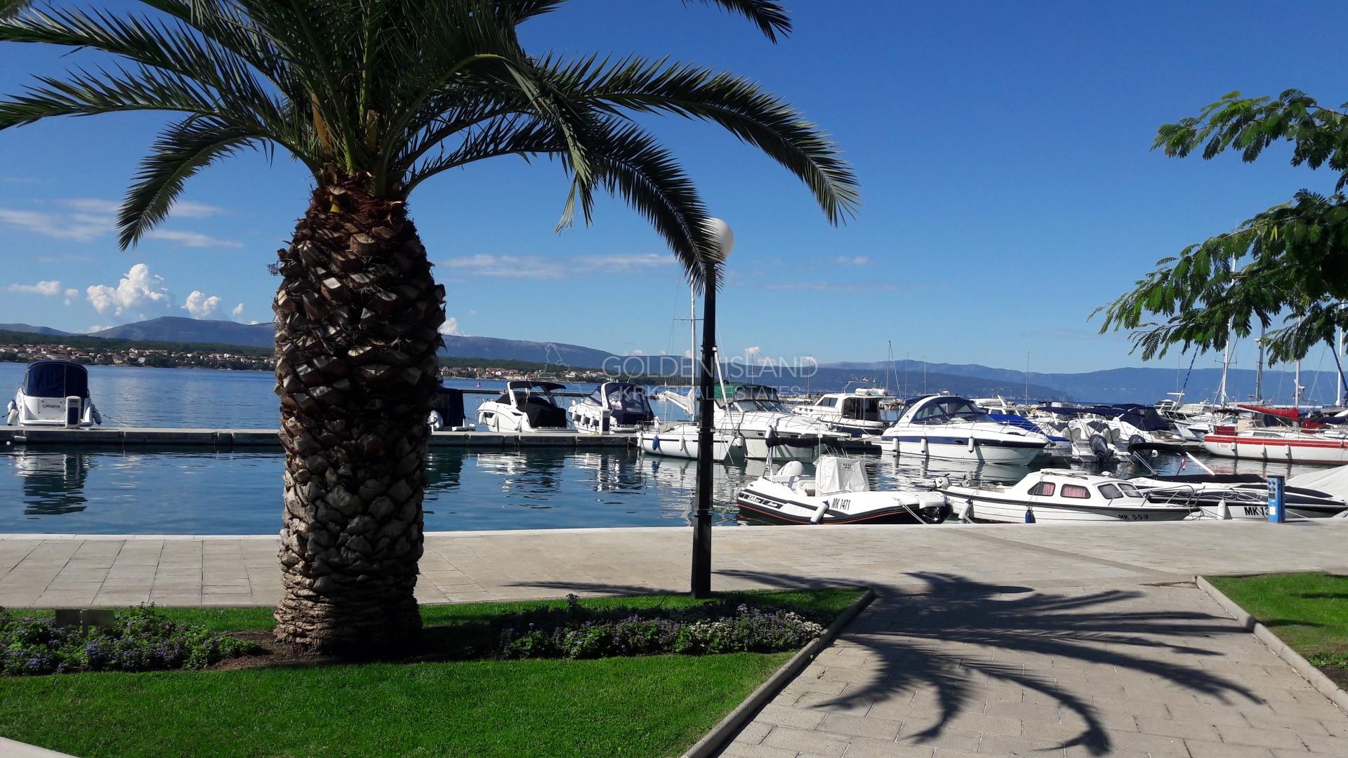 Penthose na elitnoj lokaciji sa fantastičnim pogledom na more!