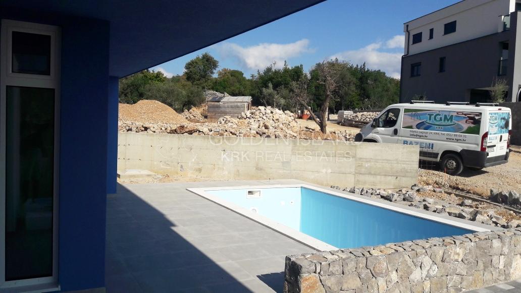 KRK- prizemlje sa bazenom!