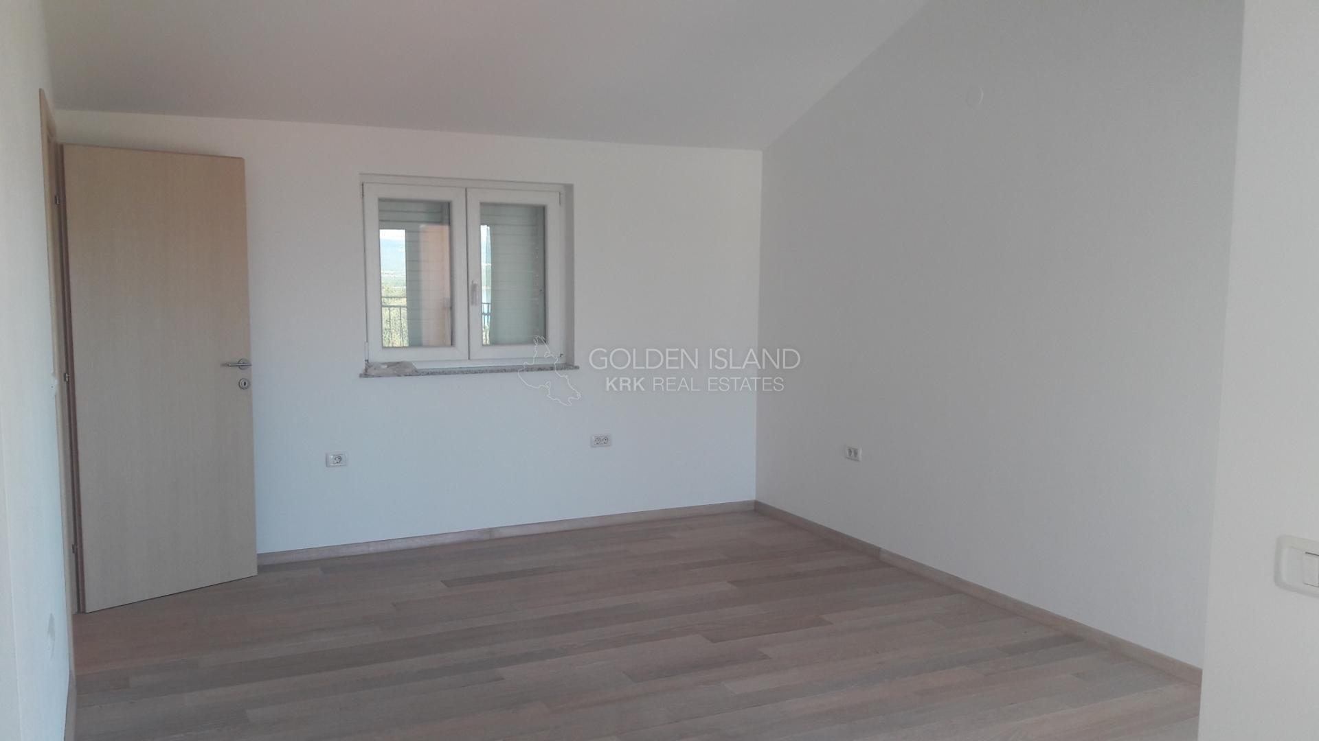Soline, prekrasan apartman 300 m od mora!