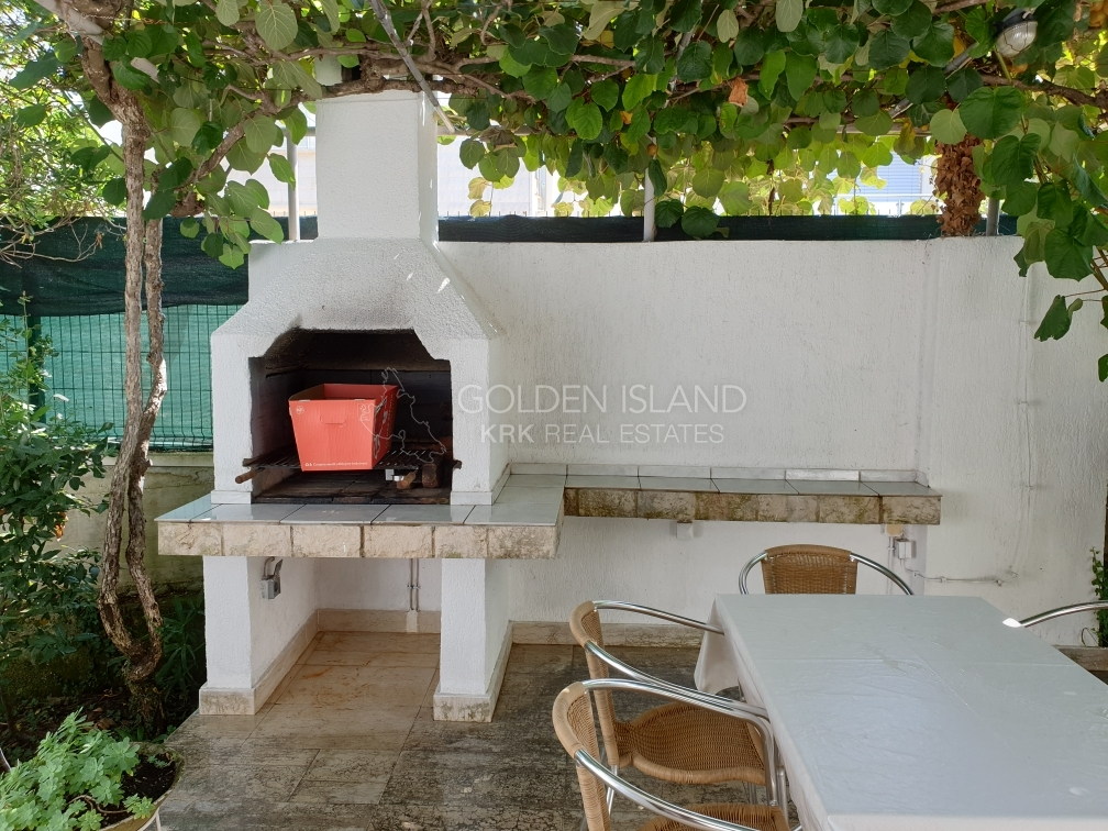 Otok KRK, kuća uz more, Njivice