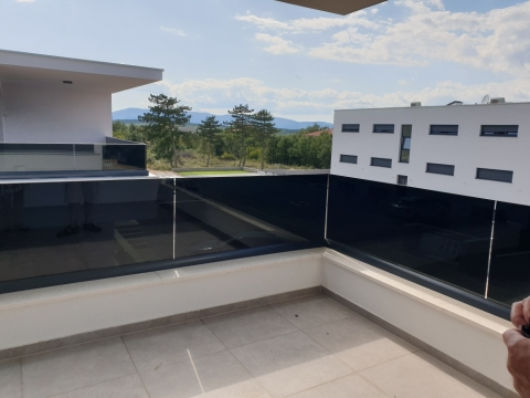 Malinska, dvojna moderna kuća