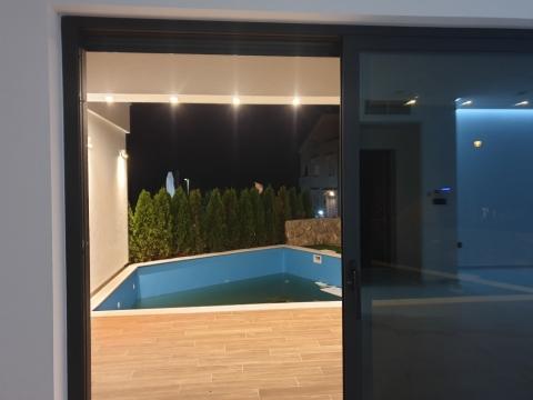 KRK ,kuća u nizu, sa bazenom!