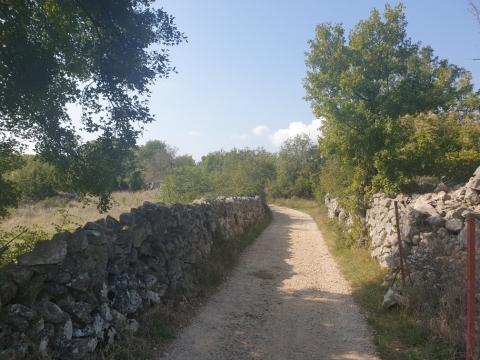 Malinska,okolica poljoprivredno blizu građ. zone!