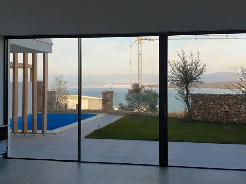 Apartman u prizemlju sa pogledom na more !