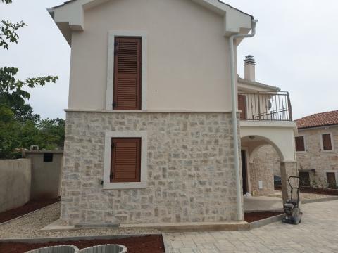 Novo! Romantična kamena kućica sa bazenom
