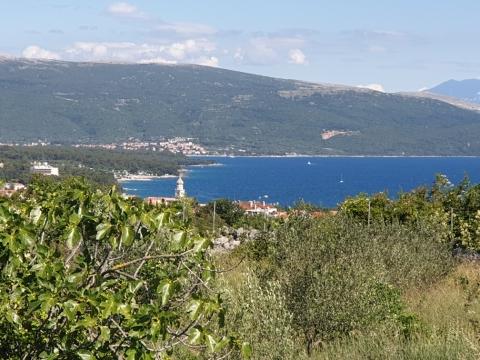 Grad KRK, poljoprivredno sa pogledom na grad i more!