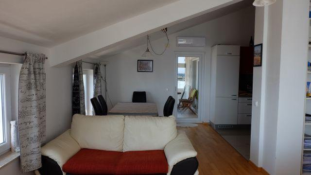 Stan od 98,38 M2 na drugom katu, kompletno namješten
