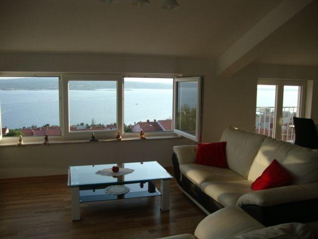 , dnevni boravak, balkoni, pogled na more