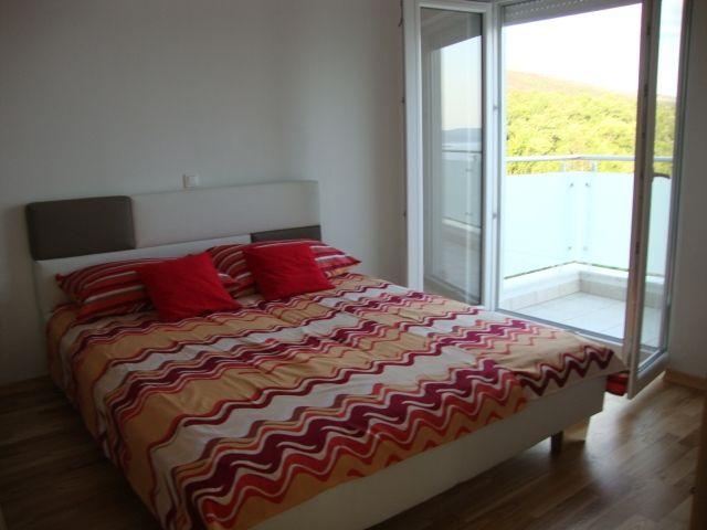 , soba spavaća, izlaz na balkon , istočna strana