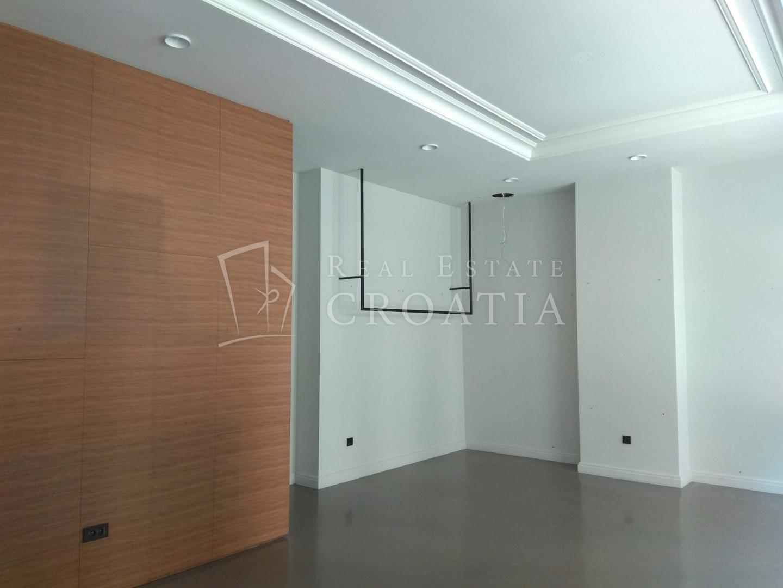 Ulični lokal, Centar, 43 m²