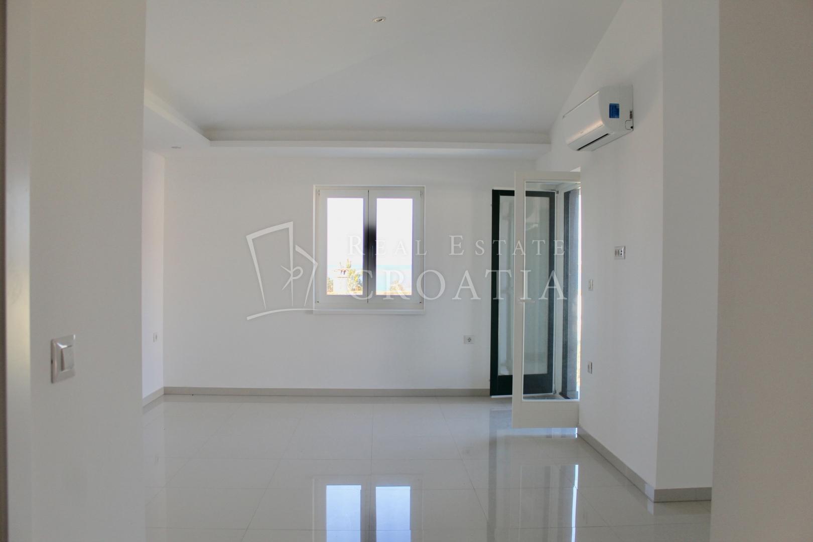 New building Luxus Apartment + Terrace -  Krk island, Malinska city, 84,18 m2