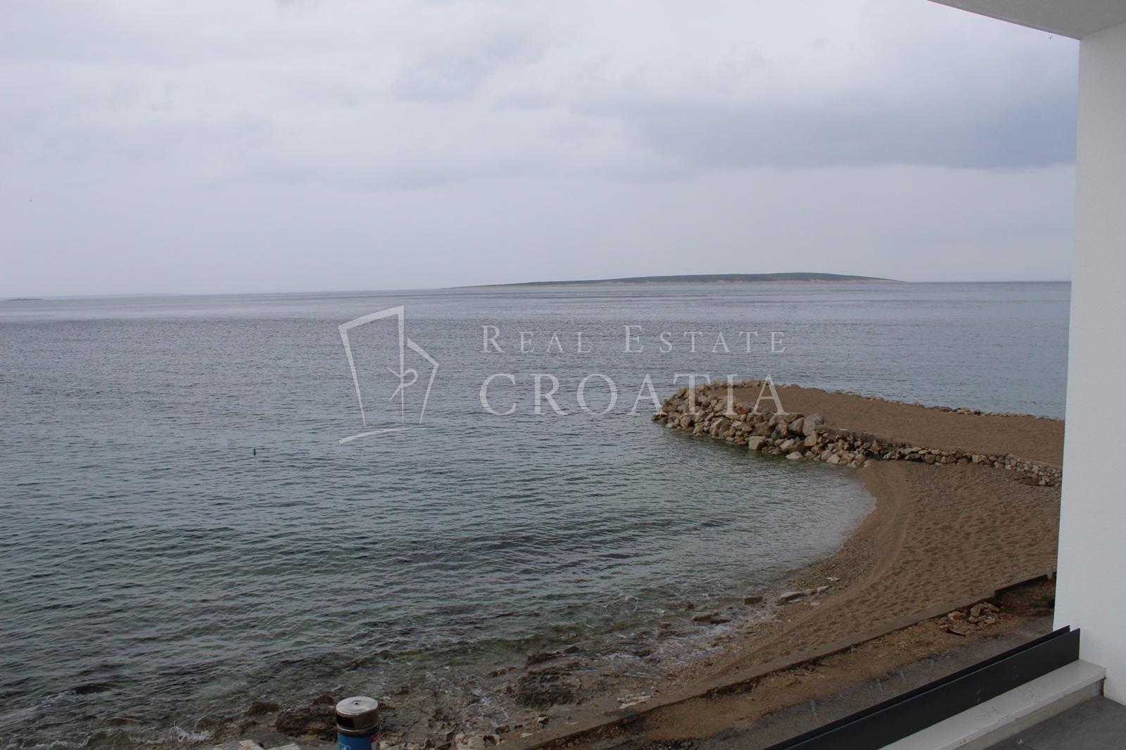 Mandre, otok Pag, prvi red do mora