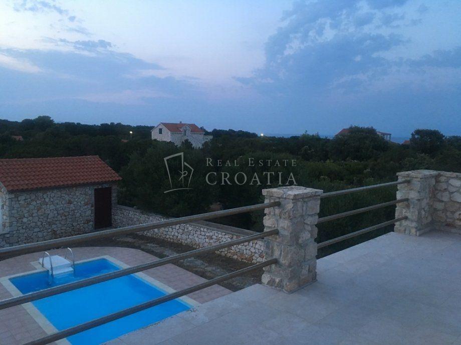Kamena vila sa bazenom 295.000 EUR