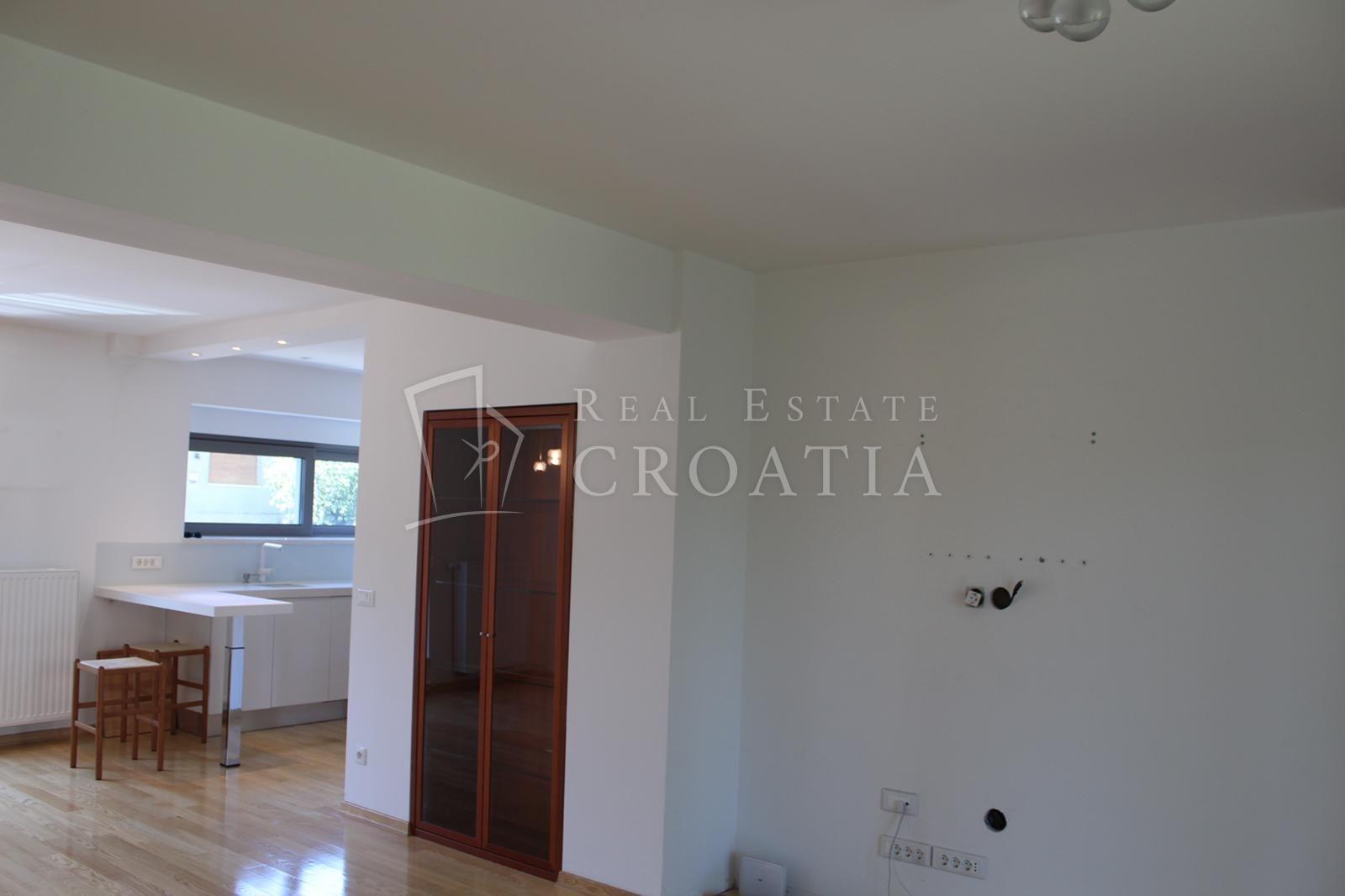 Maksimir-luksuzna novorenovirana kuća 270m2 sa vrtom 550m2 za prodaju u blizini Maksimirske šume, Bukovačka cesta
