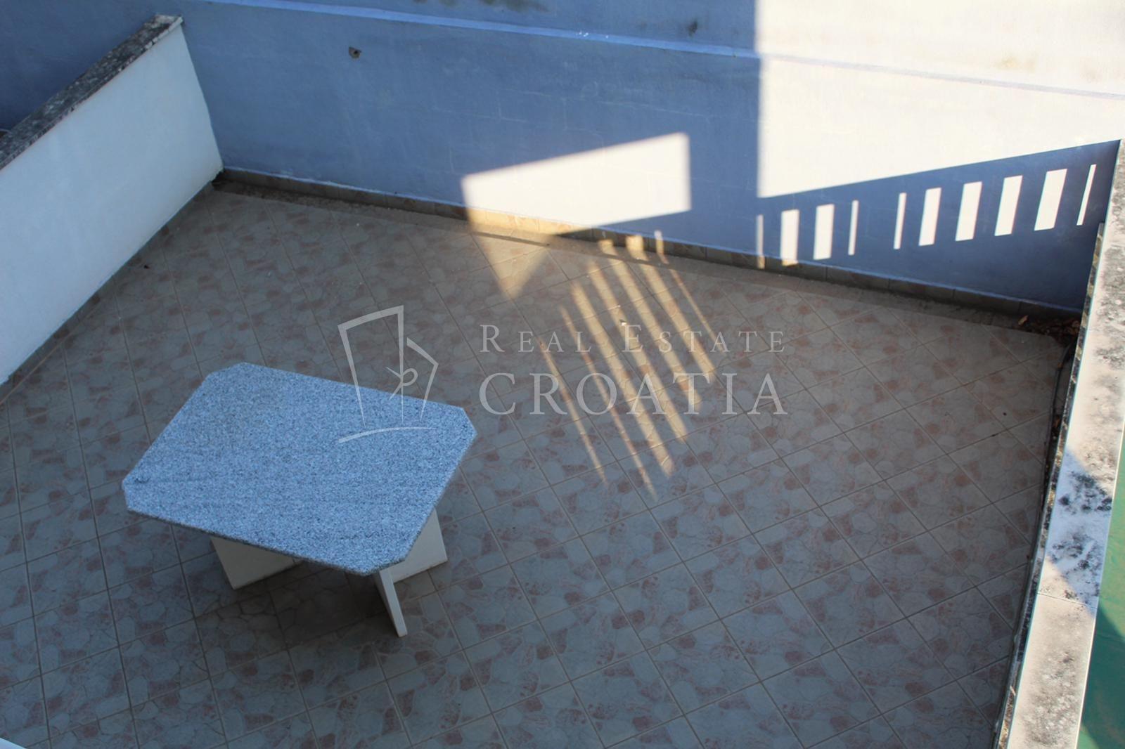 Trogir, Marina-Vila sa 7 apartmana