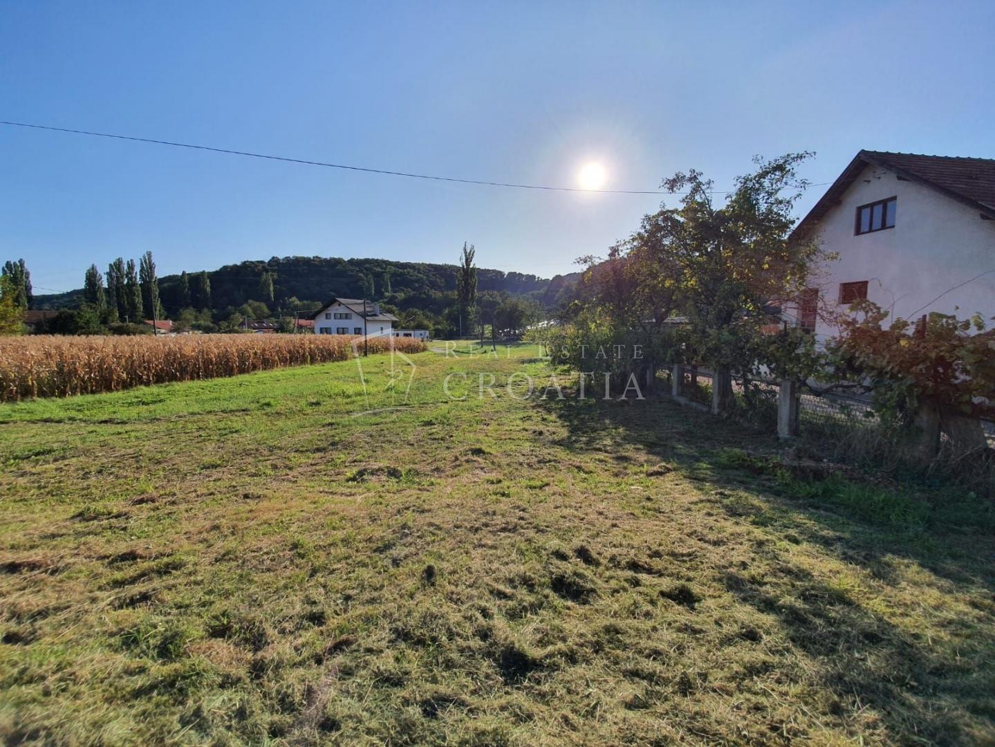 Dubrava-Miroševečka cesta, zemljište