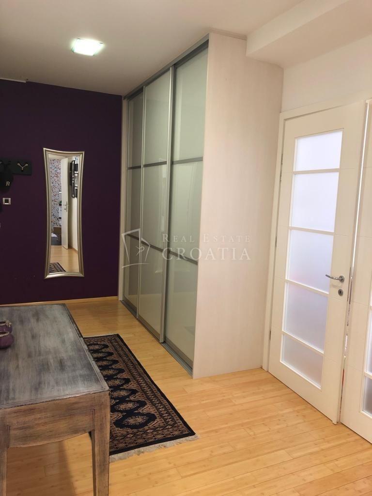 TROSOBNI stan u Centru-80,57 m2
