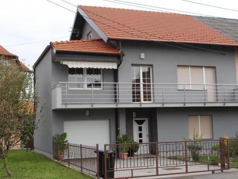 Obiteljska kuća u Solinskoj ulici u Sesvetama