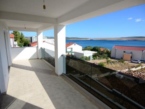 Zadar, SELINE Starigrad-Paklenica- apartman površine 98,42 m2 s terasom, udaljen od mora 70 m