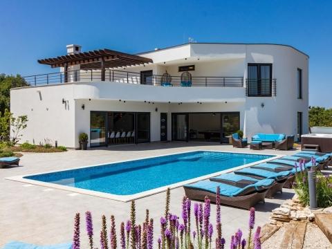 Istra, ekskluzivna vila s 5 zvjezdica-s bazenom, igralištem za tenis i mini golfom
