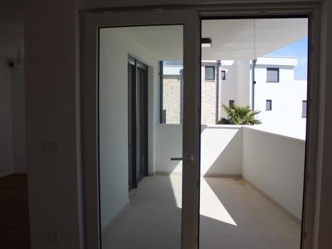 Murter, luksuzni stan 112,59 m2