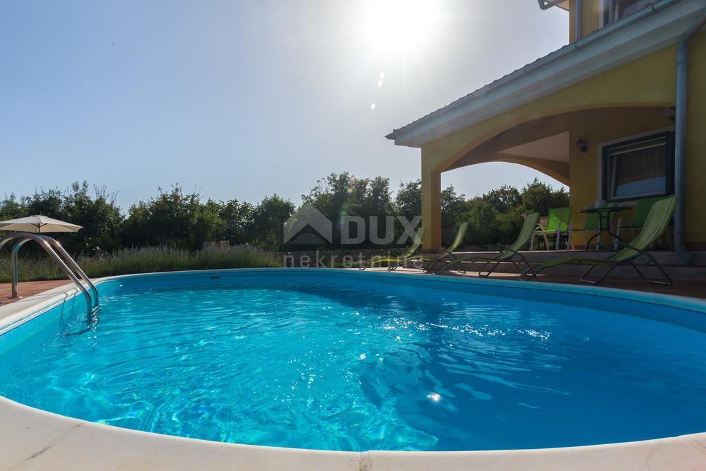 DOBRINJ - atraktivna Vila s bazenom i 1300m2 okućnice