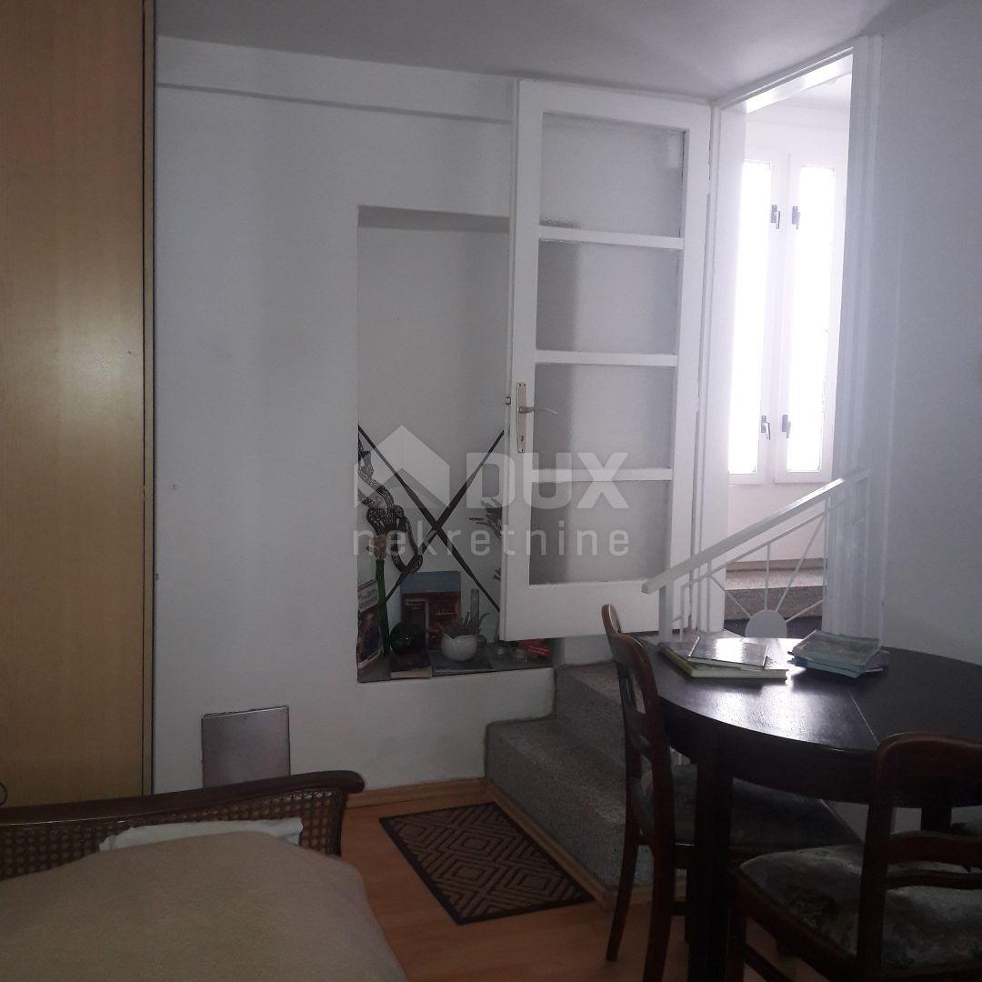 NOVI VINODOLSKI dvojna kuća sa 2 stana  -150m2