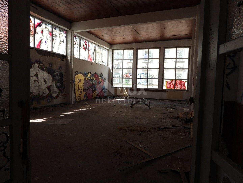 RIJEKA - MLAKA - poslovni prostor 800m2 unutar poslovno stambene zgrade