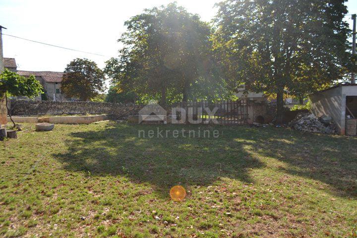 ISTRA, okolica VIŠNJANA -  građevinsko zemljište 930 m2, mirna lokacija