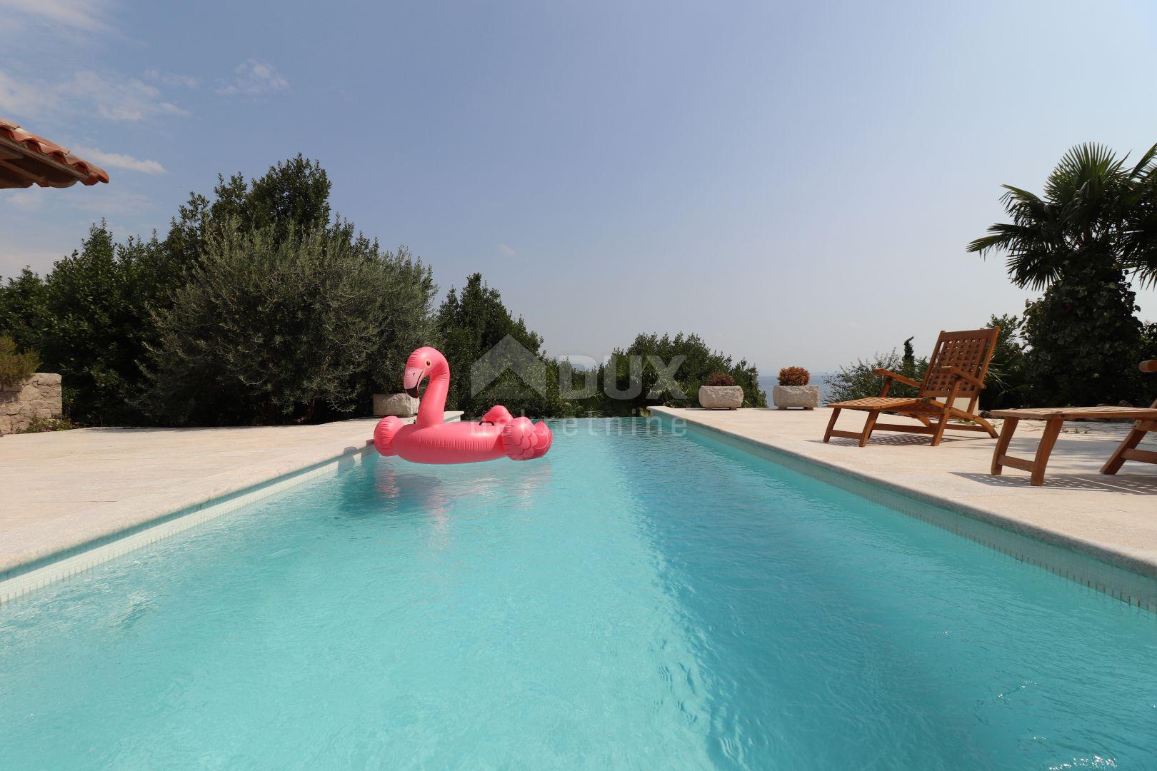 VOLOSKO - predivna obiteljska vila s bazenom i uređenom okućnicom