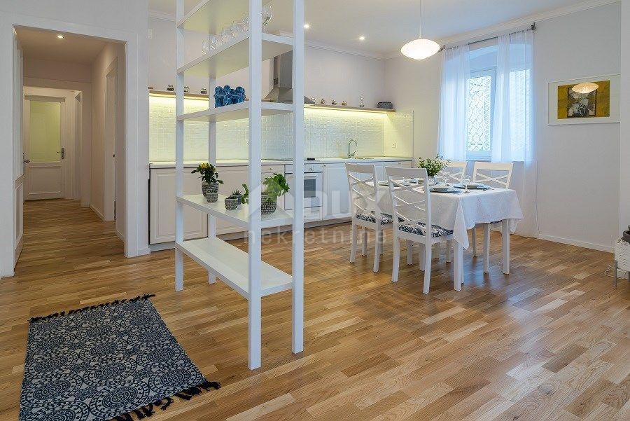 RIJEKA - prekrasan dizajnerski stan 73 m2 na Korzu