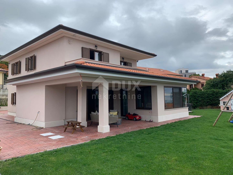 KOSTRENA - samostojeća kuća 250 m2 sa bazenom