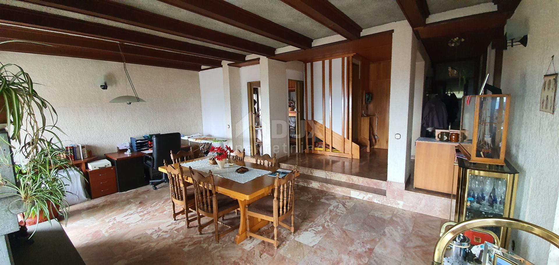 VEPRINAC - samostojeća kuća s konobom i garažom i okućnicom od 1000 m2