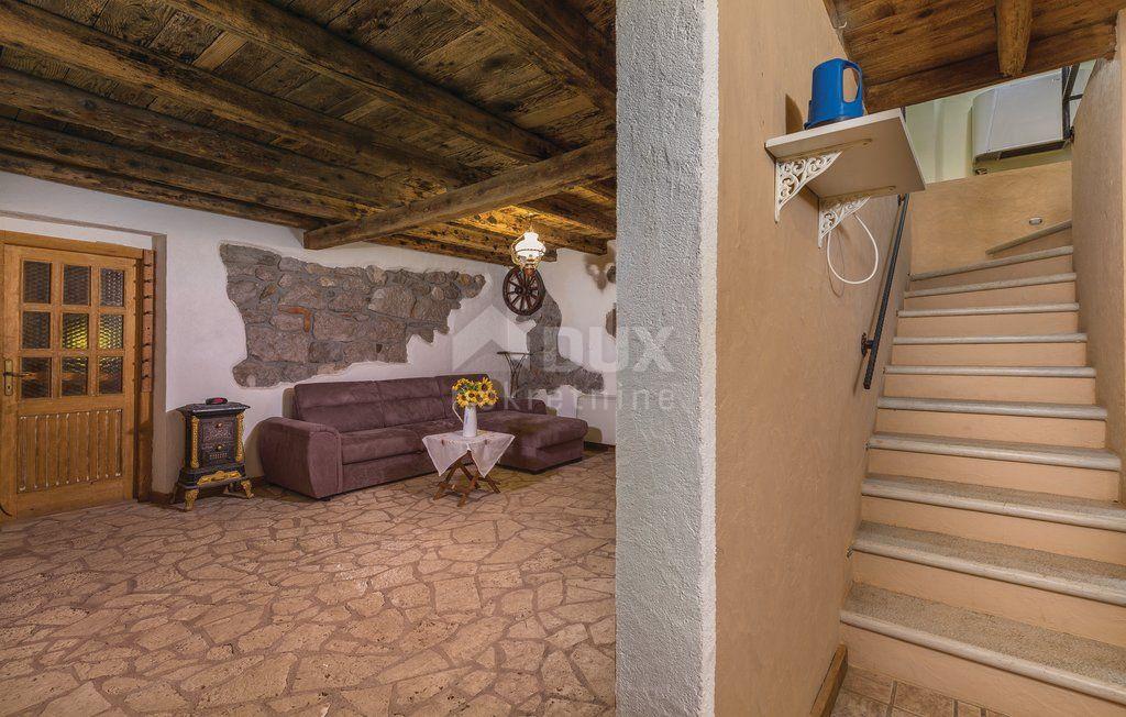 ISTRA, ROČ - kamena kuća s bazenom usred netaknute istarske prirode