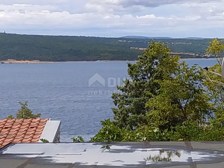 Crikvenica - kuća s njegovanom okućnicom, garažom i pogledom na more