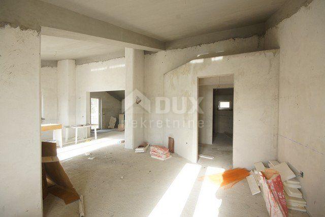 Kuća trokatnica, Opatija - samostojeća 580m², prodaja