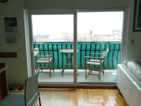 Grbci, etaža u stambenoj zgradi 80m2, 2s+db s pogledom na more