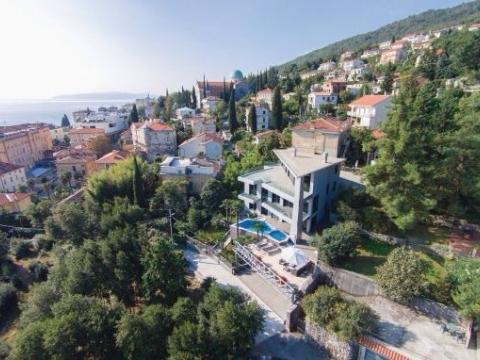 moderne Villa in Opatija mit 3 Wohneinheiten und Swimming-Pool