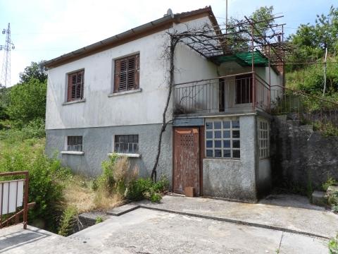 BREGI - građevinski teren 3140m2 (sa starinom 103m2) za obiteljsku kuću / villu / apartmane / kuću za iznajmljivanje sa bazenom / kuću za odmor sa bazenom