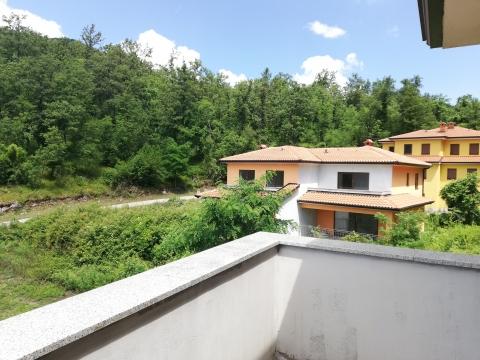 Veprinac - samostojeća kuća 280m2, dvije stambene jedinice, 800m2 okućnice