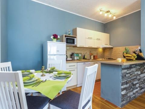 KRASICA - Kuća s tri stana 270 m2, odlična investicija za turizam