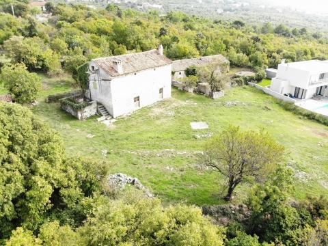 LABIN - imanje sa dvije kamene kuće za adaptaciju
