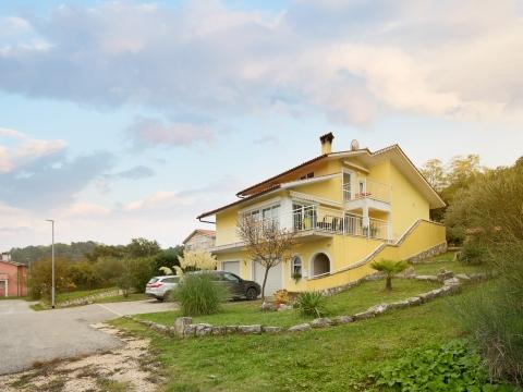 LABIN - Predivna obiteljska kuća s pogledom na Učku, 300 m2