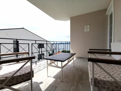 CRIKEVENICA; Predivan moderno, stilski uređeni apartman na moru