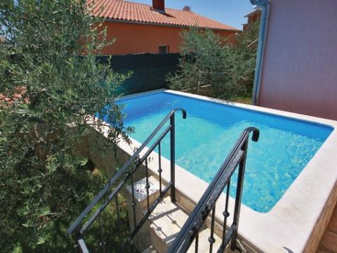ISTRA, LIŽNJAN -Kuća sa bazenom i 3 stana