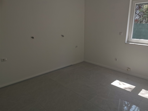 Donja Drenova stan u novogranji 2s+db-75m2