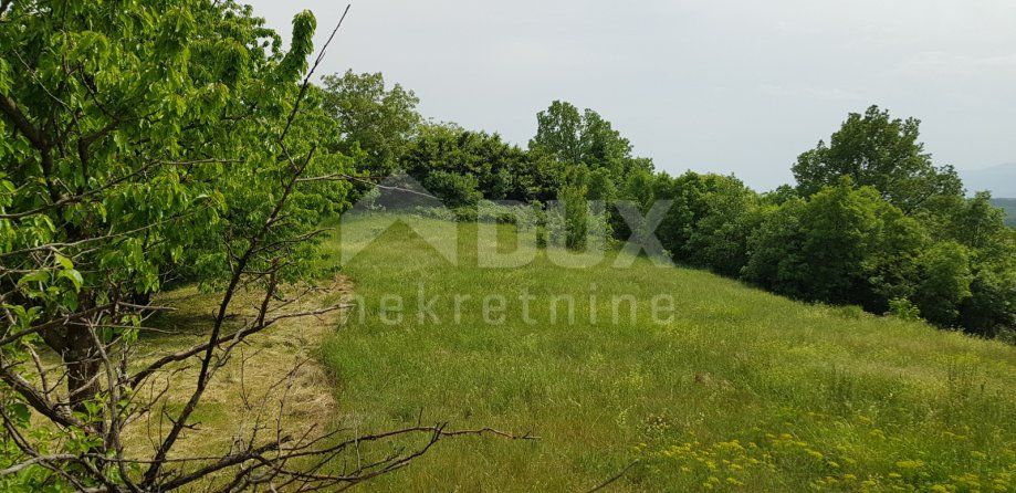 VIŠKOVO - MARČELJI - građevinsko zemljište 1800m², mogućnost gradnje obiteljske kuće