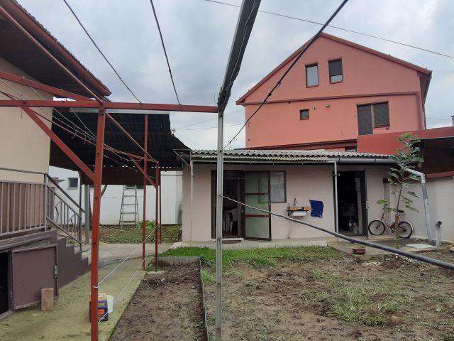 PETRIJEVCI,KUĆA 40 m2 U CENTRU NA PARCELI OD 136 m