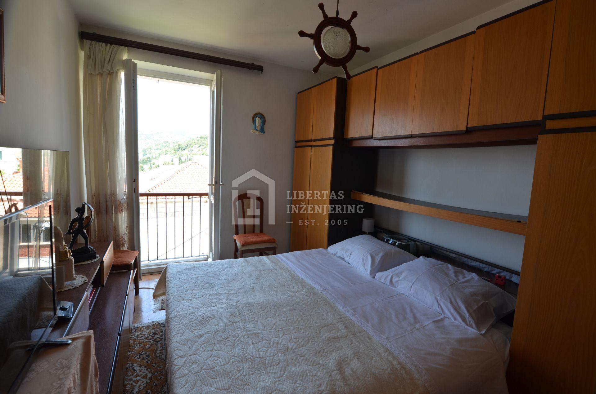 Dubrovnik, dvosobni stan u Gružu s pogledom na more / OBITELJSKI DOM